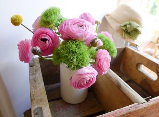 podstavki-dlya-cvetov-iz-yashikov
