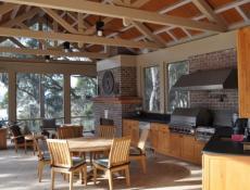 Практичная летняя кухня на даче: фото, проекты и интерьер